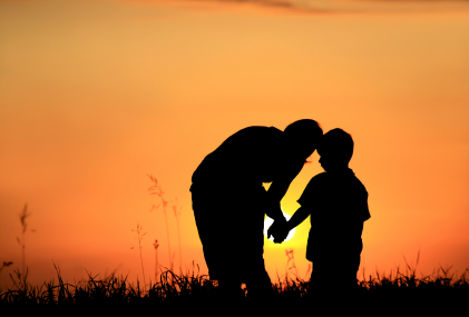 Parent-Child-connection-at-sunset